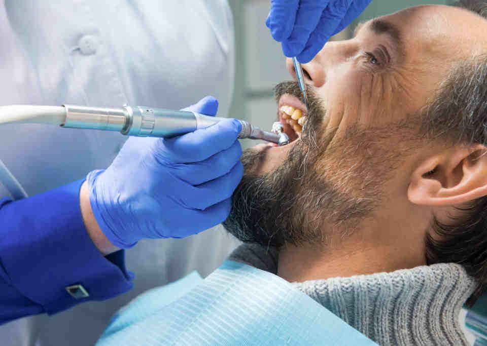 Chirurgia stomatologiczna usuwanie ósemek ekstrakcja zęba